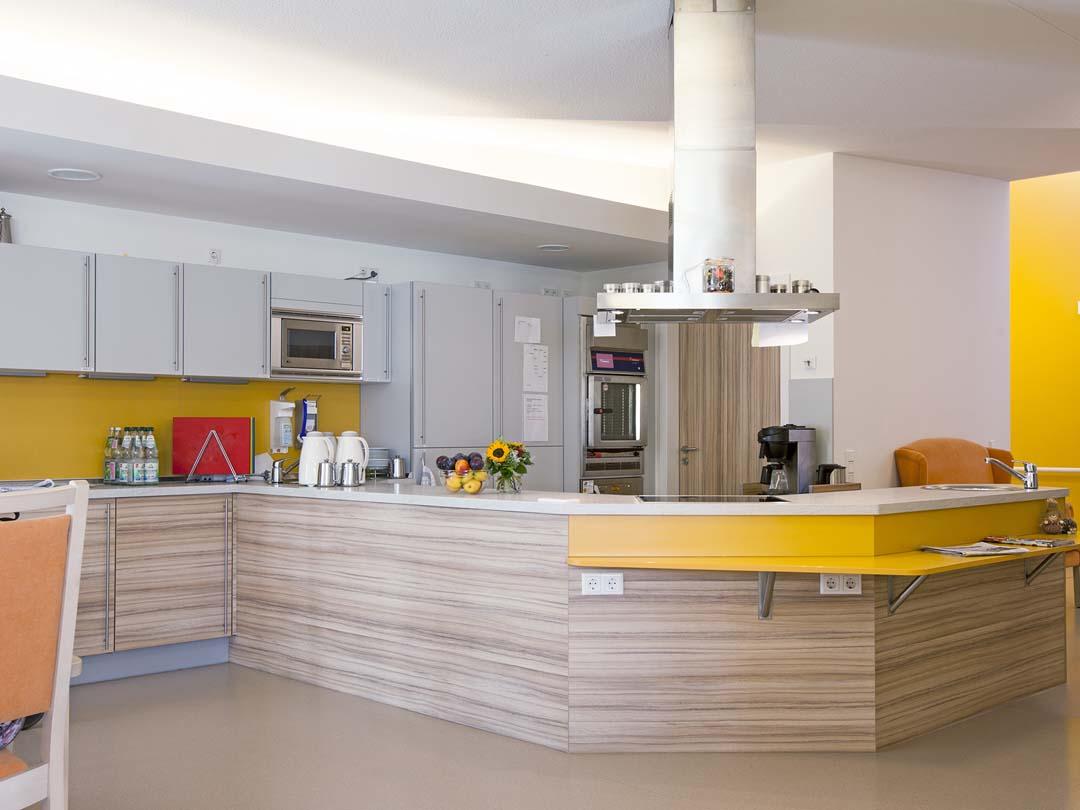 Dieses Bild zeigt die gemütliche Küche des AWO Sozialzentrums Markt Erlbach